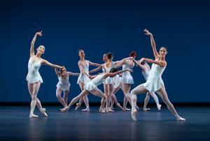 b13_Concerto_Barocco_01_FOTO_Gert_Weigelt_(C)_The_George_Balanchine_Trust.jpg