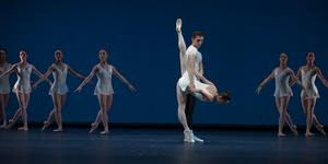 b13_Concerto_Barocco_04_FOTO_Gert_Weigelt_(C)_The_George_Balanchine_Trust.jpg
