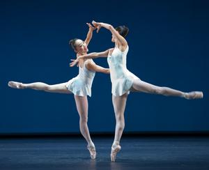 b13_Concerto_Barocco_05_FOTO_Gert_Weigelt_(C)_The_George_Balanchine_Trust.jpg